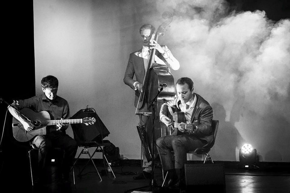 Hoot Entertainment Hire a Band for a Wedding Image 4